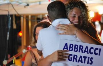 Abbracci Gratis - Nuovi Orizzonti