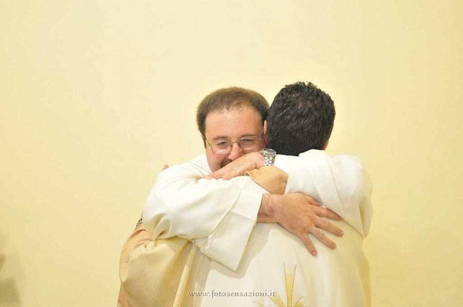 Abbraccio don Sergio - Nuovi Orizzonti